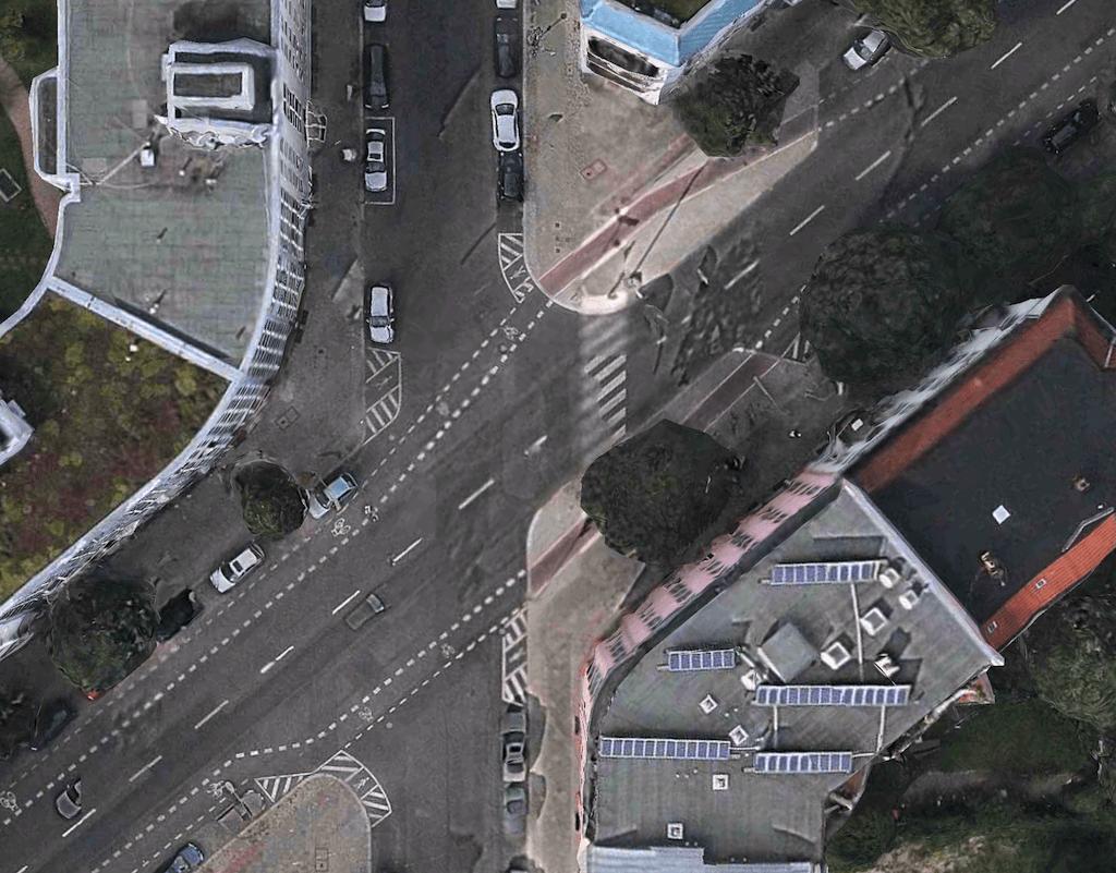 Kreuzung mit Überweg